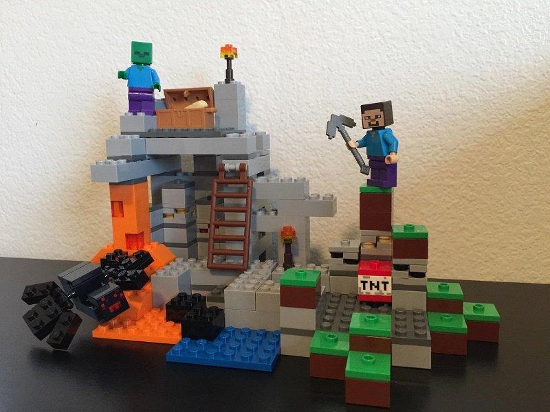 minecraft-lego-21113-cave-playset