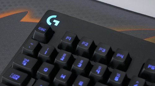"""41a46b50023 One thing I did want to note on the lighting with the keyboard was the  letter """"G"""" in the top left corner. You can change the color of this along  with every ..."""